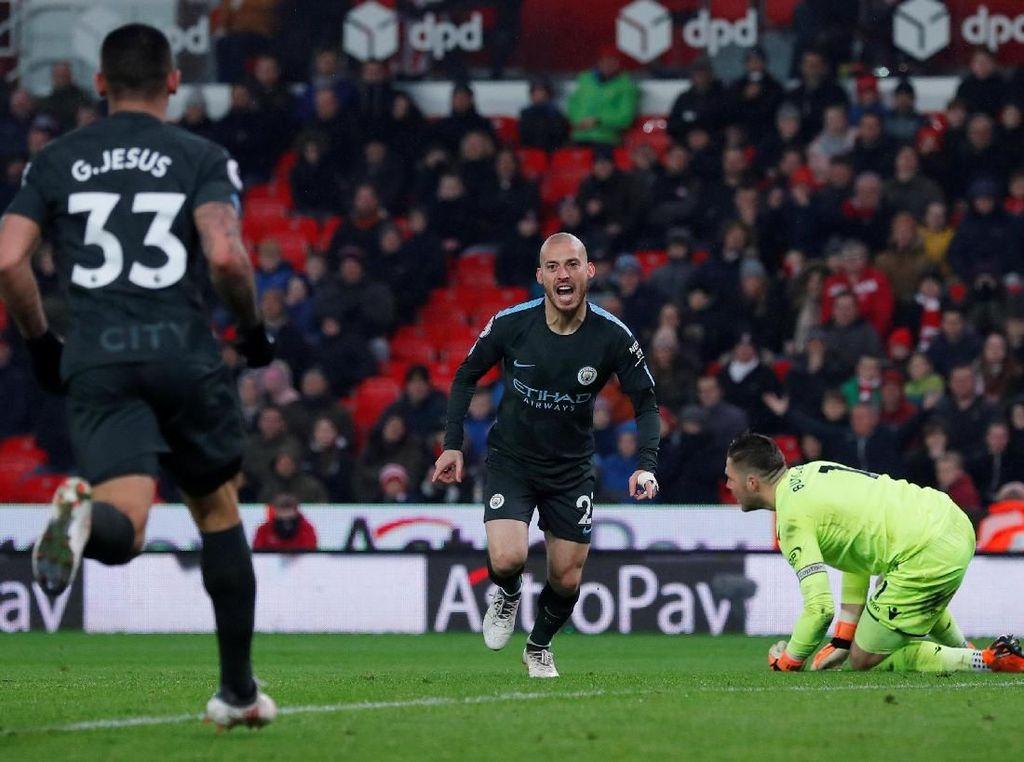 David Silva kembali menggetarkan gawang Stoke di menit ke-50 untuk membawa City unggul 2-0. Foto: Andrew Couldridge/Action Images via Reuters