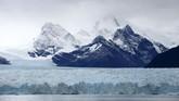 Gletser adalah bongkahan es besar berusia tua yang mengendap di tanah. Fenomena alam ini terancam punah akibat pemanasan global.