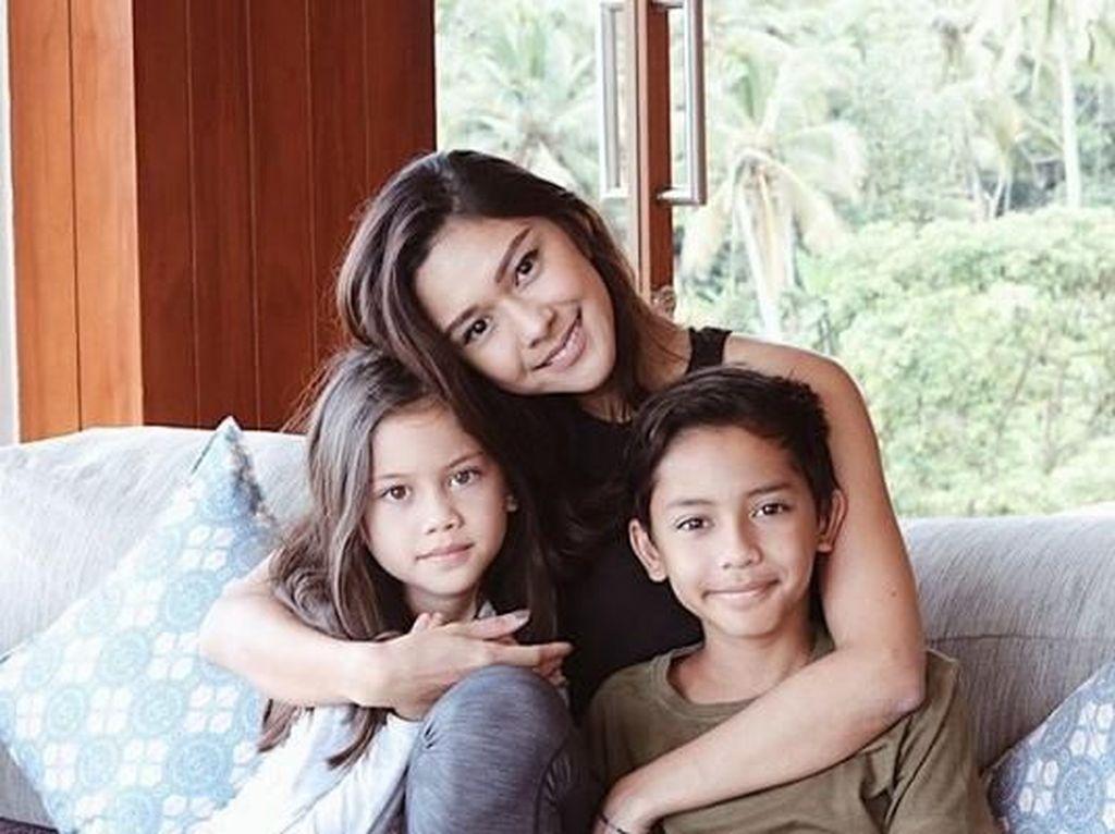 Kini menetap di Bali, ini kedekatan Nana Mirdad dengan dua anaknya dari Andrew White. Foto: Dok. instagram/nanamirdad_