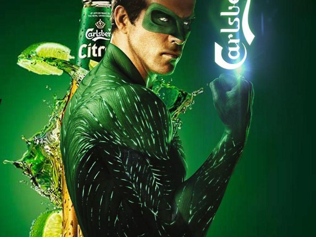 Green Lantern jadi model iklan minuman soda Carlsberg. (Foto: boredpanda)