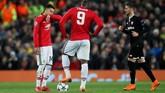 Romelu Lukaku dan Jese Lingard tampak kecewa timnya sudah kebobolan 0-1. Gol itu membuat harapan Man United semakin tipis setelah pada leg pertama di markas Sevilla bermain imbang tanpa gol. (REUTERS/David Klein)