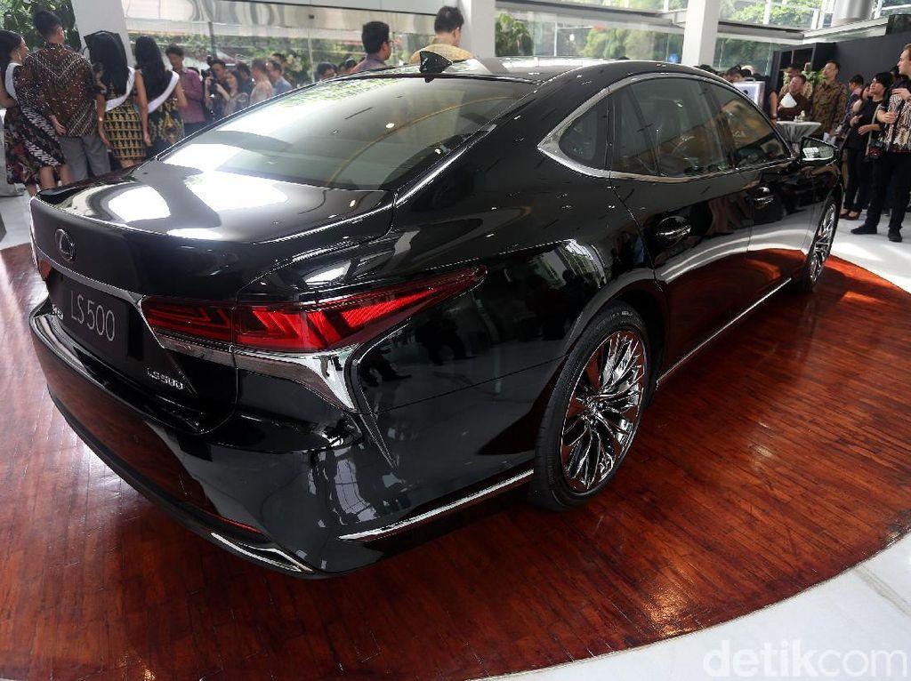 Lexus berharap sedan LS bisa menggairahkan pasar sedan.