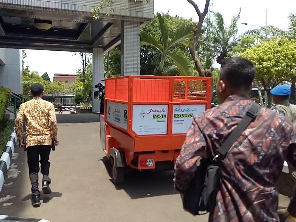 Foto: Ini semoga bisa disinkronkan ke wilayah lain di Jakarta. Kami sekali lagi mengapresiasi bak sampah tersebut, kata Sandiaga.Fotografer: Muhammad Fida Ul Haq