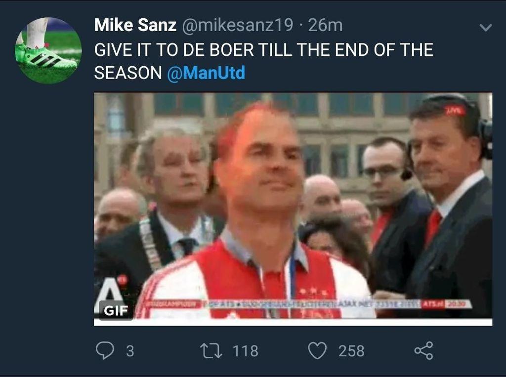 Mourinho juga harus malu kepada Frank De Boer, yang sempat dibilang sebagai manajer terburuk Premier League sepanjang sejarah. Usai didepak Sevilla, ada yang mau lihat MU dilatih De Boer? (Foto: Twitter @mikesanz19)
