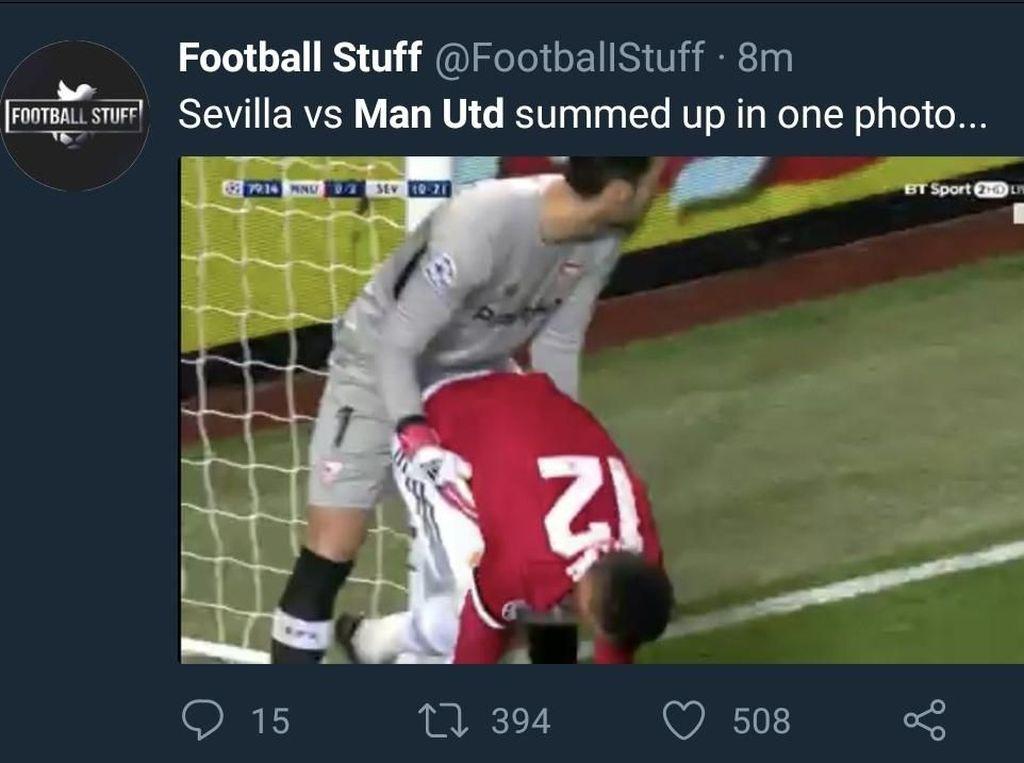 MU tampil buruk saat menjamu Sevilla di Old Trafford, Rabu (14/3/2018) dini hari WIB. Kalah 1-2, MU pun tersingkir dengan agregat yang sama usai berimbang 0-0 di leg pertama. Performa MU diibaratkan begini. (Foto: Twitter @FootballStuff)
