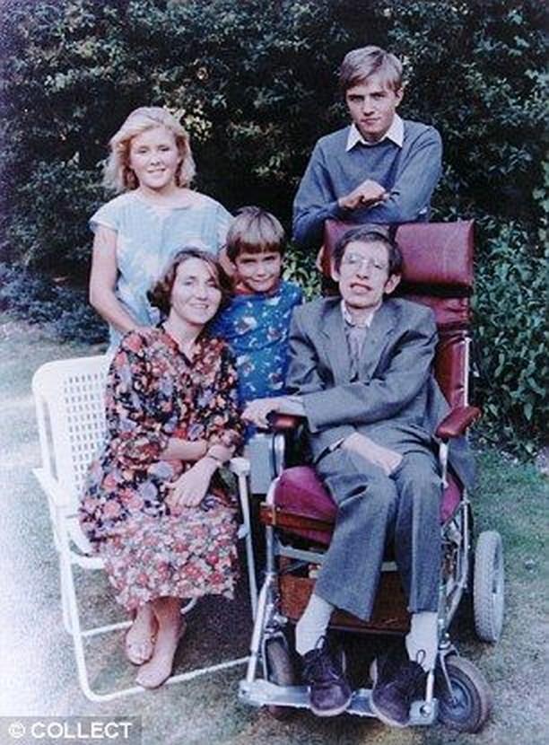 Sisi Lain Stephen Hawking Bersama 3 Anaknya