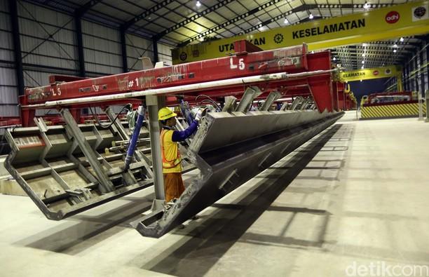Yuk Intip Pembuatan Lintasan LRT Jabodebek