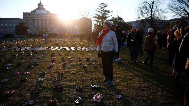 Banyak peserta aksi inimerupakan orang tua dari korban penembakan di sekolah. (REUTERS/Eric Thayer)