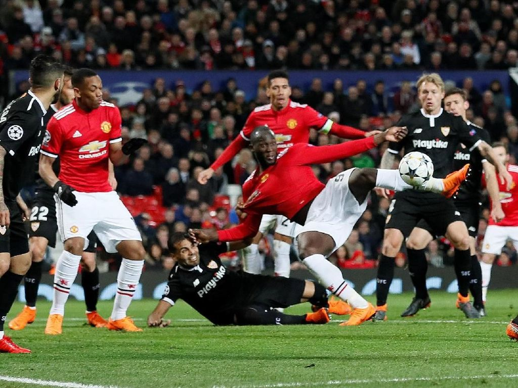 Lukaku kemudian berhasil mencetak gol di menit ke-84, memperkecil ketertinggalan MU. (Foto: David Klein/ REUTERS)