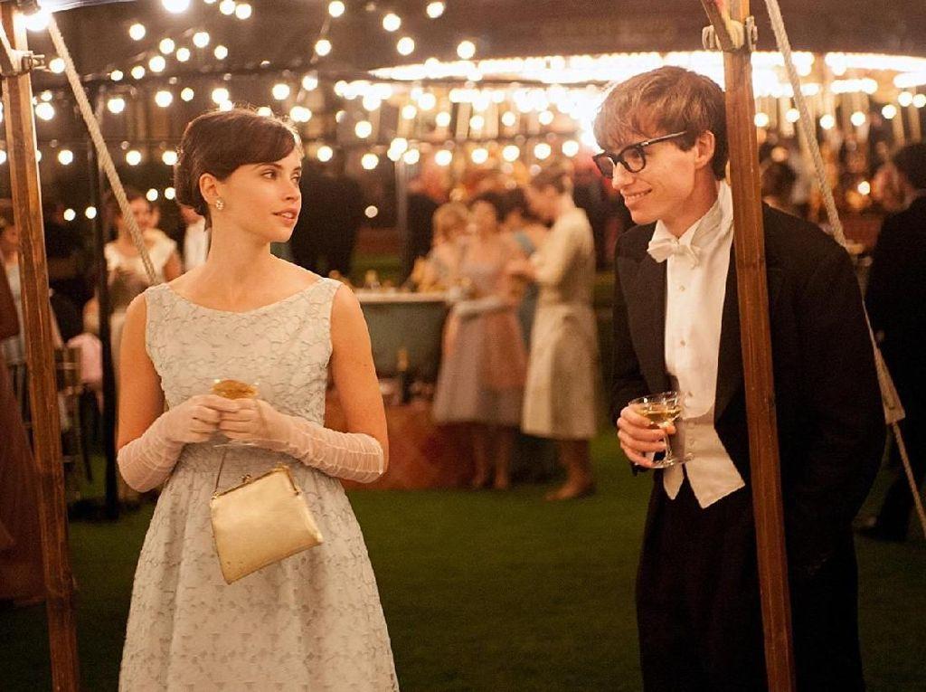 Sementara sang istri, Jane Hawking diperankan oleh aktris Felicity Jones. Foto: (imdb)