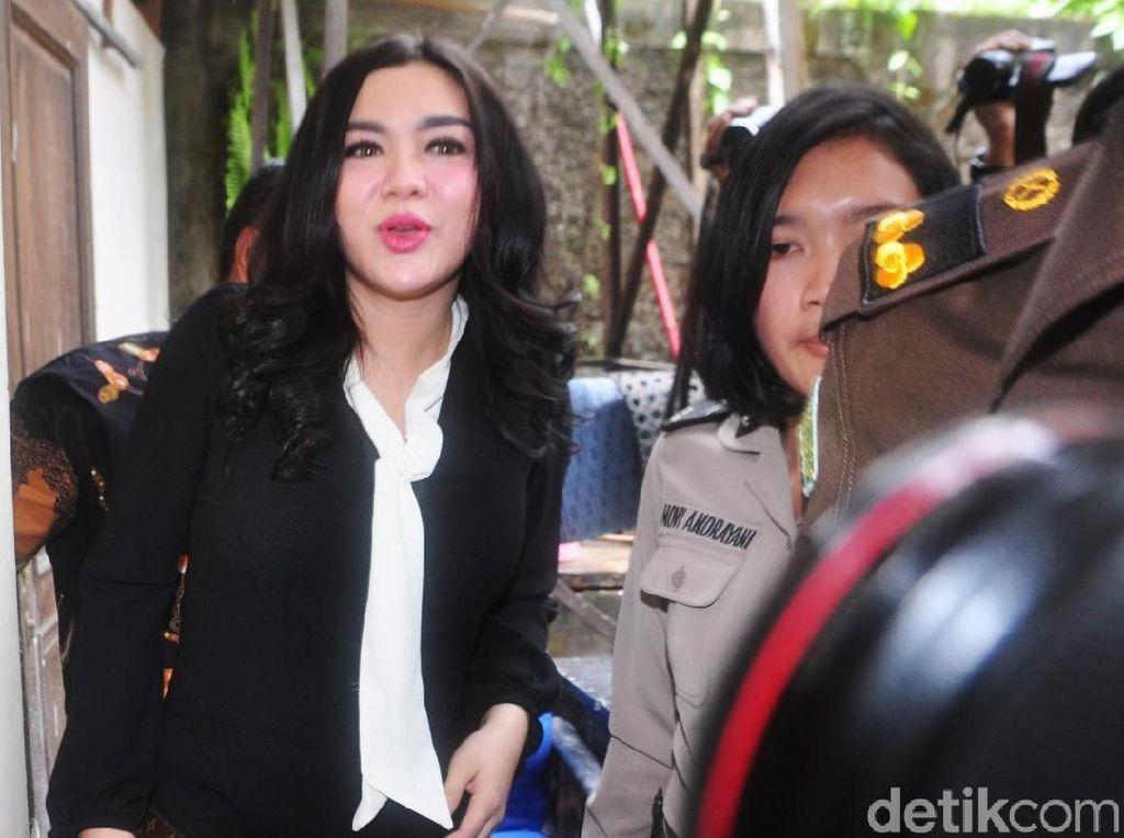 Dalam kesempatan ini, Vicky Shu pun menjadi saksi. Foto: Ismail/detikHOT