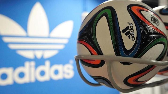 Adidas lakukan buyback saham untuk menenangkan investor yang marah melihat kinerja keuangan Adidas yang tak sesuai harapan.