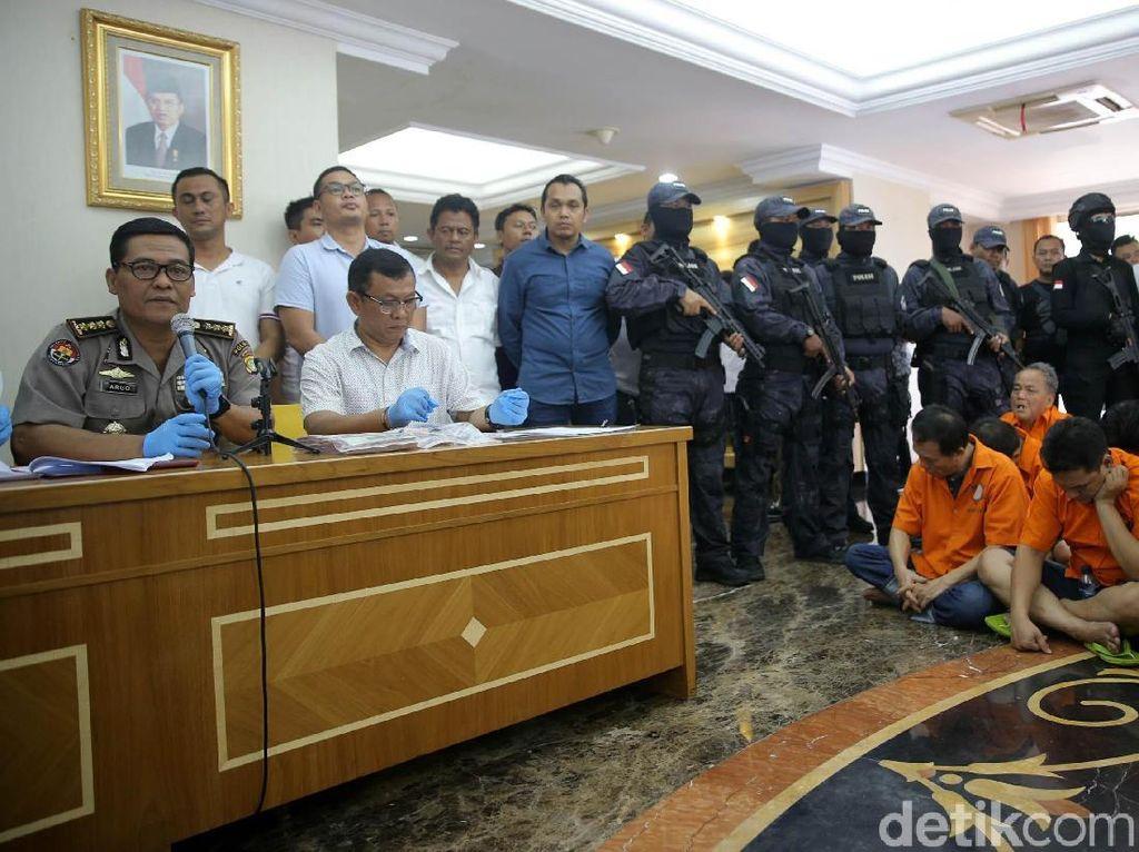 Dia memasang mata-mata di setiap jalan masuk ke gang arena judi agar tidak digerebek polisi, kata Kabid Humas Polda Metro Jaya Kombes Argo Yuwono kepada detikcom di ruangannya, Jakarta, Selasa (13/3/2018).