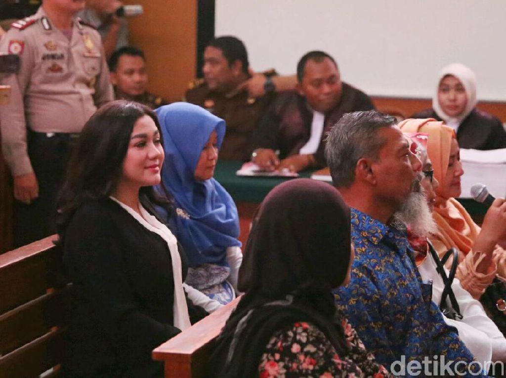 Vicky Shu mengaku kaget terseret dalam kasus Anniesa Hasibuan itu. Foto: Ismail/detikHOT