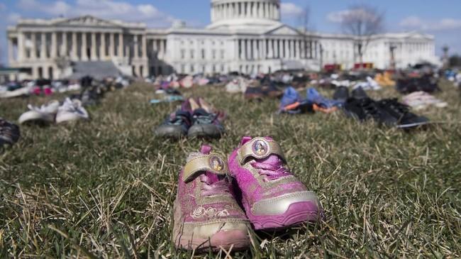 Usai aksi, di hari yang sama, sepatu-sepatu tersebut akan didonasikan. (AFP Photo/Saul Loeb)
