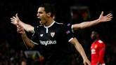 Wissam Ben Yedder melakukan selebrasi gol pertamanya ke gawang Manchester United. Ben Yedder jadi kejutan yang dimainkan Vincenzo Montella setelah pada leg pertama tidak diturunkan. (Reuters/Jason Cairnduff)