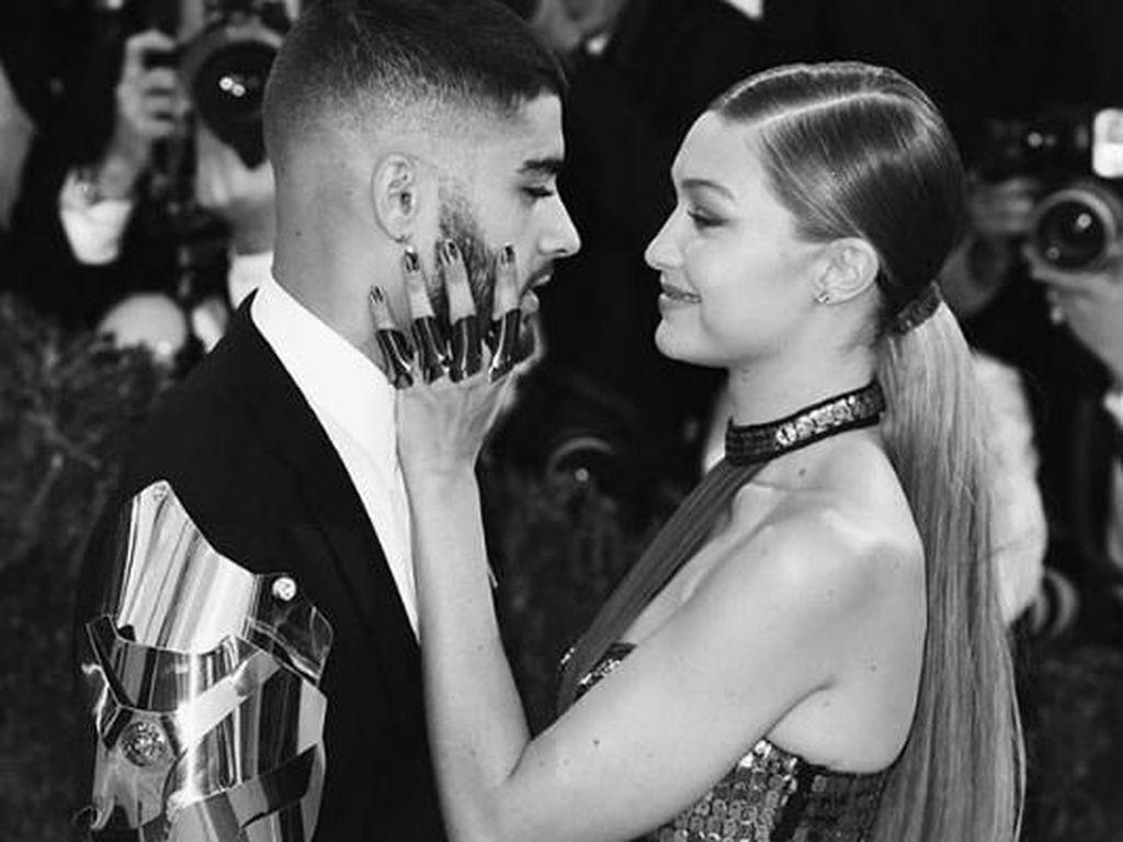 Dan yang paling hot tentu saja kisah cintanya dengan Zayn sejak Juli 2016 lalu.(Dok. Instagram/zayn)