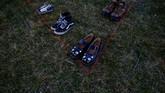 Sepatu-sepatu bekas tersebut adalah donasi dari ribuan warga Amerika di seluruh penjuru negeri, kata penyelenggara. (REUTERS/Eric Thayer)