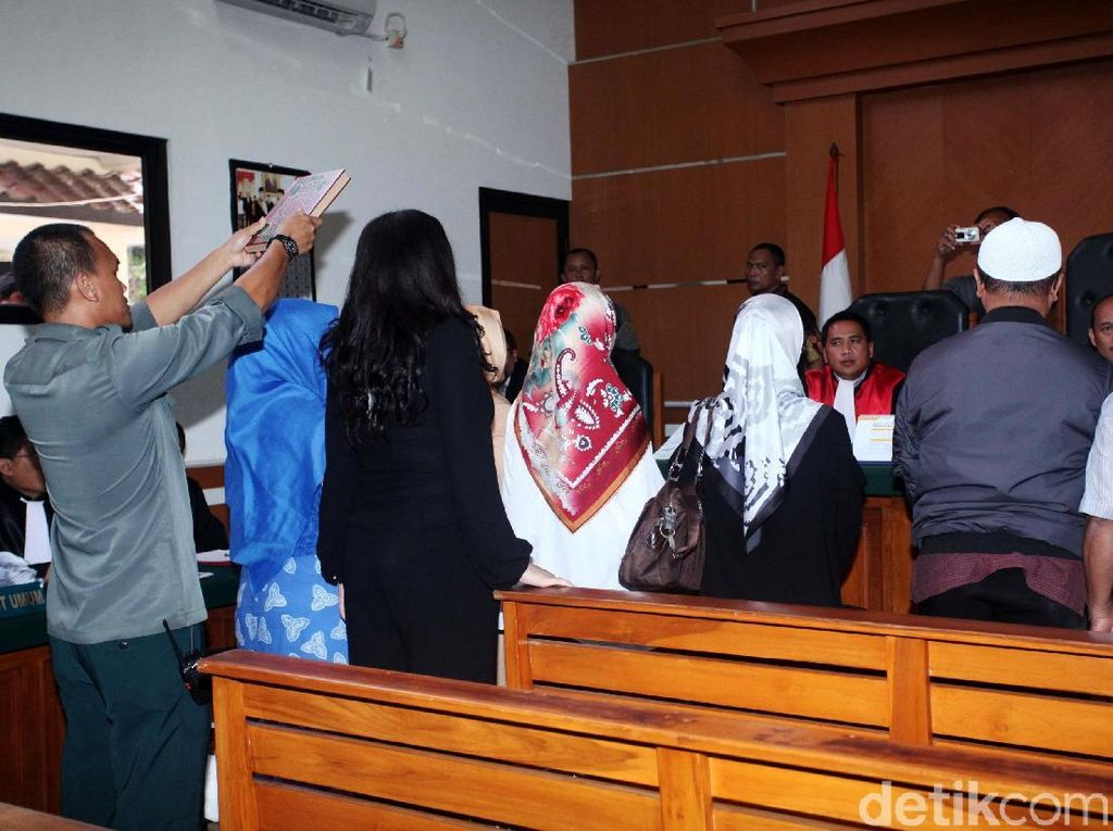 Selain Vicky, sejumlah saksi juga dipanggil dalam sidang Andika Surachman, Anniesa Hasibuan, dan Kiki Hasibuan.