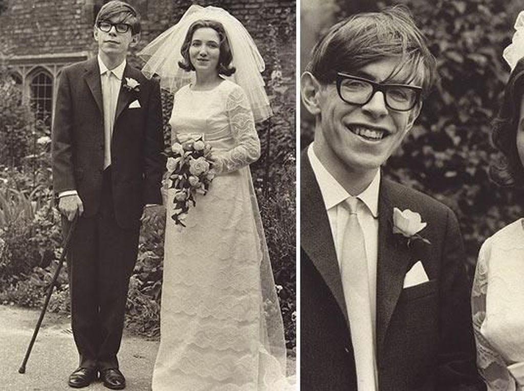 Stephen Hawking menikah dengan Jane Wilde pada 14 Juli 1965. Bersama Jane, Hawking memiliki 3 anak. Pada tahun 1977, Jane terlibat hubungan asmara dengan organis Jonathan Hellyer Jones namun Jane dan Stephen Hawking tidak langsung bercerai
