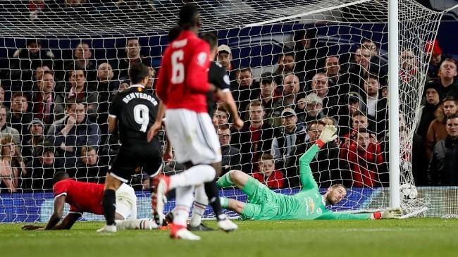 Wissam Ben Yedder mencetak gol ke gawang kiper Manchester United David De Gea, hanya dalam 87 detik setelah masuk menggantikan Luis Muriel menit ke-72. (REUTERS/David Klein)