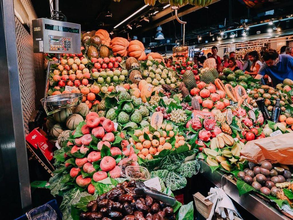 Pasar La Boqueria biasanya buka mulai dari hari Senin sampai Sabtu, antara pukul 8.00 hingga 20.30. Foto: Aspyn Ovard