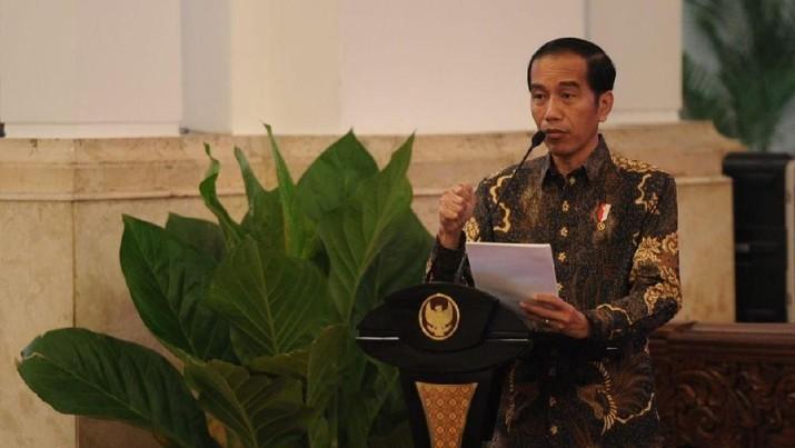 Jokowi menggelar rapat terbatas terkait pengembangan Batam di Istana Negara.