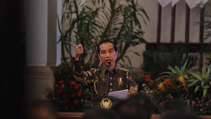 Presiden Joko Widodo menyayangkan setiap hal dihubungkan dengan politik.