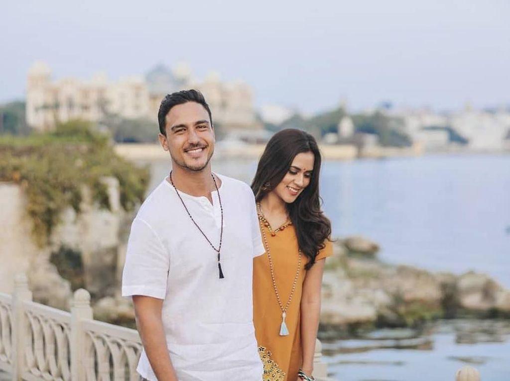 Selalu Mesra, 8 Pasangan Artis Ini Suka Bikin Baper Netizen