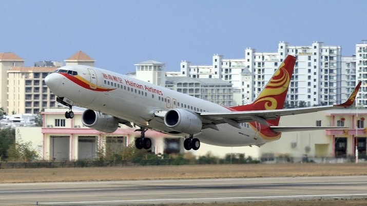 FILE PHOTO: A Hainan Airlines plane takes off from the Sanya Phoenix International Airport in Sanya, Hainan province, China, May 1, 2015. REUTERS/Stringer/File Photo CHINA OUT. NO COMMERCIAL OR EDITORIAL SALES IN CHINA