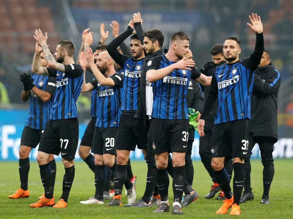 Laju Inter Milan di Serie A sepanjang musim ini memang belum konsisten. Namun, Nerazzurri punya pertahanan yang oke sampe pekan ke-32 dengan baru kebobolan 22 kali. (Foto: Stefano Rellandini/Reuters)