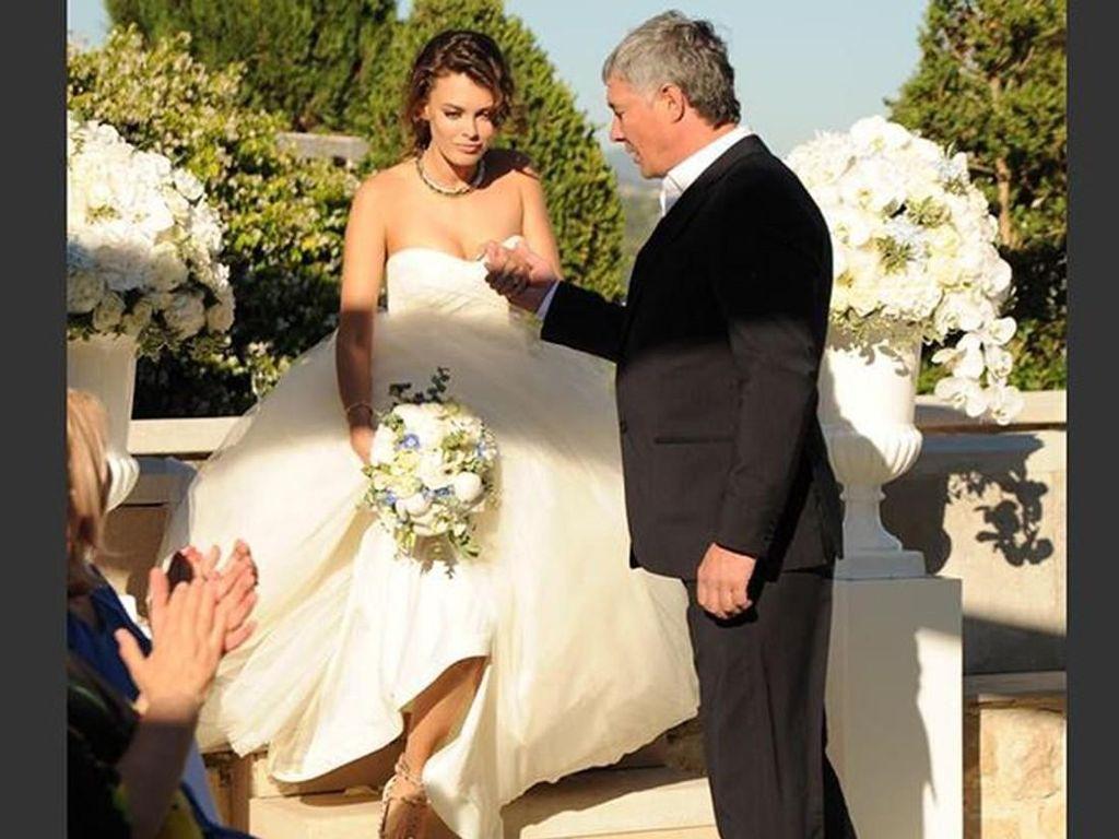 Nikahi Konglomerat 56 Tahun, Model 19 Tahun Ungkap Drama Pernikahannya