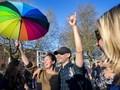 Tercabiknya Iklan LGBT di Halte Bus Negeri Kincir Angin