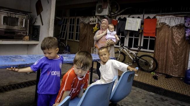 Diakui keluarganya, hidup anak-anak pengungsi kini lebih baik di Indonesiakarena jauh dari perang dan bisa bebas bermain menikmati masa kanak-kanak. (ANTARA FOTO/FB Anggoro).