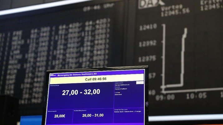 A monitor is pictured for the official share trading Siemens Healthineers start following an initial public offering  (IPO) at the trading floor of Frankfurt's stock exchange in Frankfurt Germany, March 16, 2018. REUTERS/Kai Pfaffenbach