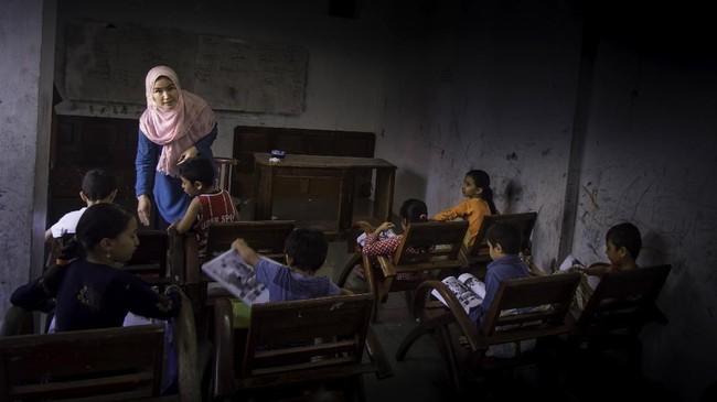 Pendidikan untuk pengungsi anak hingga kini masih seadanya, seperti di rumah komunitas pengungsi di Kota Pekanbaru. (ANTARA FOTO/FB Anggoro)