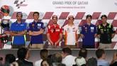 Sebelumnya enam pebalap MotoGP (kiri-kanan) Andrea Iannone, Valentino Rossi, Andrea Dovizioso, Marc Marquez, Maverick Vinales dan Johann Zarco menjalani konferensi pers jelang balapan MotoGP Qatar. (AFP PHOTO / KARIM JAAFAR)