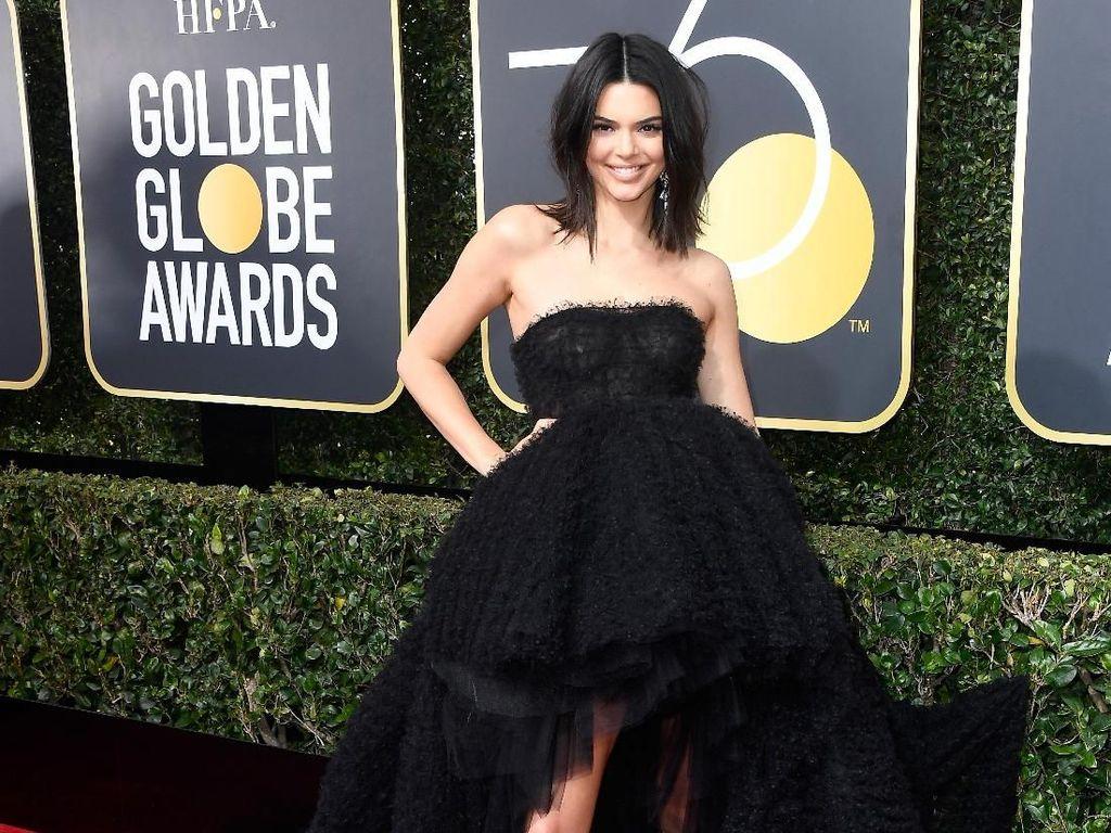 Foto: 15 Momen Seksi Kendall Jenner Pamer Kaki Jenjang nan Mulus