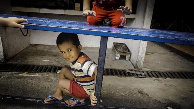 Anak-anak imigran ini bersama keluarganya rata-rata sudah tinggal 4-5 tahun di Pekanbaru sejak meninggalkan negara mereka demi demi mewujudkan mimpi untuk kehidupan baru yang lebih layak. (ANTARA FOTO/FB Anggoro).