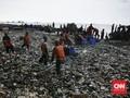 Cegah Sampah Teluk Jakarta, Anies Pasang Jaring di Sungai