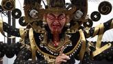 Masyarakat yang akan merayakan Nyepi, biasanya telah menyiapkan boneka Ogoh-Ogoh sepekan sebelum perayaan. Boneka tersebut biasanya terbuat dari kerangka bambu dan bahan baku lain seperti styrofoam. (AFP PHOTO / Sonny Tumbelaka)