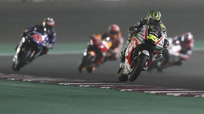 Pebalap LCR Honda Cal Crutchlow menjalani babak kualifikasi MotoGP 2018. Pebalap asal Inggris itu meraih babak kualifikasi yang cukup impresif. (AFP PHOTO / KARIM JAAFAR)