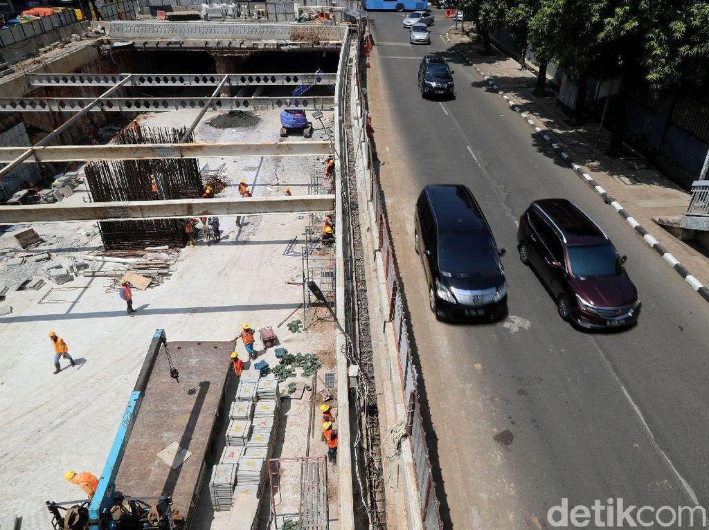 Underpass Mampang-Kuningan ini juga akan kental dengan nuansa budaya lokal. Hal itu sesuai dengan arahan Gubernur DKI Jakarta yang menginginkan infrasturkur di Jakarta dimasukan unsur budaya.
