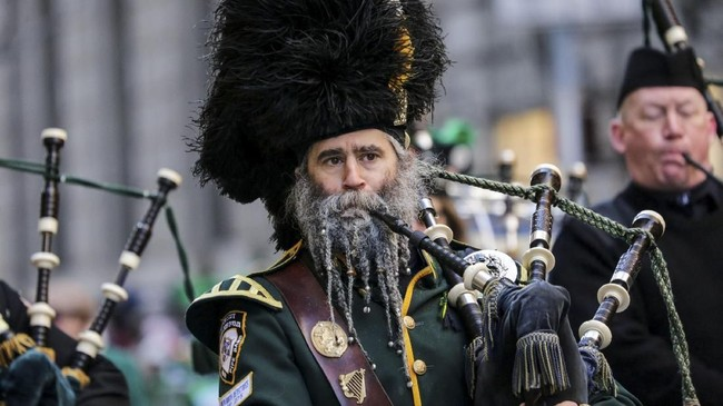 Santo Patrick merupakan patron dari Irlandia. Ia merupakan penyebar injil pertama di negara Eropa tersebut. (REUTERS/Jeenah Moon)