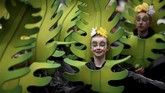 Santo Patrick menyebarkan agama Kristen dengan perumpamaan sederhana, menggunakan daun shamrock, sejenis daun semanggi berdaun tiga yang tumbuh subur di Irlandia.(REUTERS/Clodagh Kilcoyne)