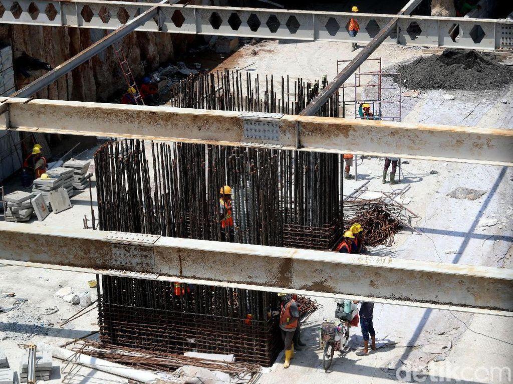 Wakil Gubernur DKI Jakarta Sandiaga Uno mengatakan underpass Mampang-Kuningan akan dibuat berbeda. Sandi akan mempercantik underpass itu dengan permainan cahaya lampu.