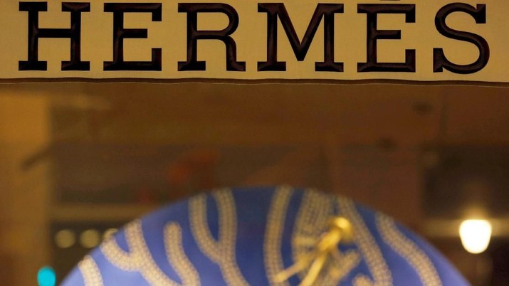 FILE PHOTO: The Hermes sign is pictured outside theshop in Bordeaux, France, November 28, 2017. REUTERS/Regis Duvignau/File Photo                      GLOBAL BUSINESS WEEK AHEAD
