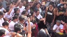 VIDEO: Tradisi Pria-Wanita Saling Menarik usai Perayaan Nyepi