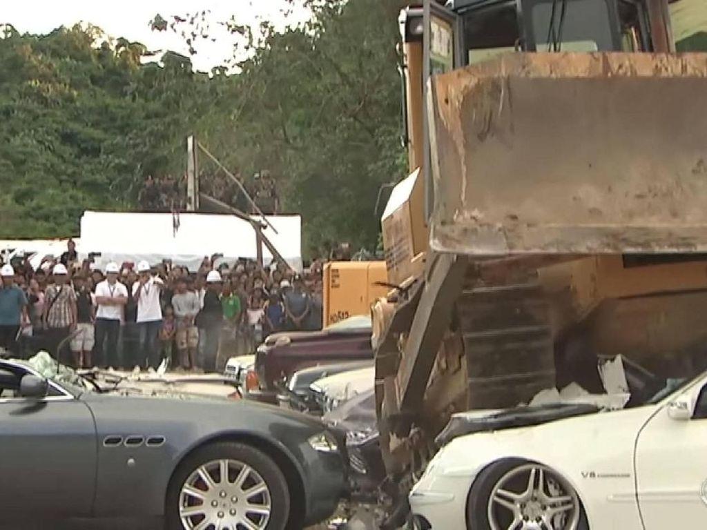 Duterte Remukkan Mobil Penyelundup