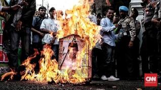 Anies Dicap Lupakan Jasa Rizieq, Massa Bakar Sangkar Burung